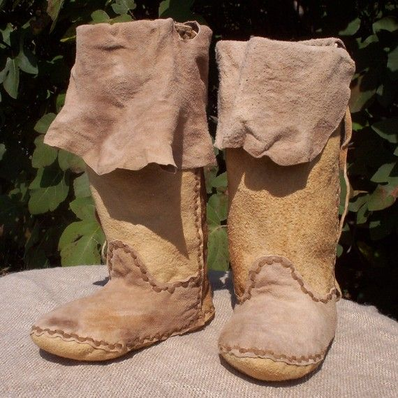 Indian Survival Skills: Brain Tanned Buckskin Plains Moccasin Boots 5/6