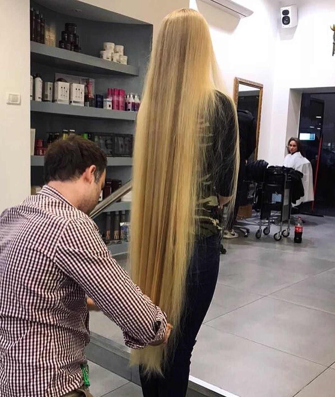 Trim When Needed Xvostik24 When Growing Very Long Hair Trimming Regularly But Not Too Often Is Neede Long Hair Dos Long Hair Women Extremely Long Hair