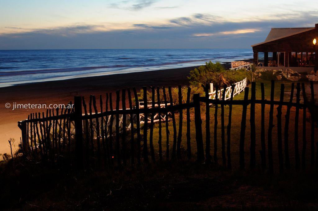 El mar necochense mientras anochece...