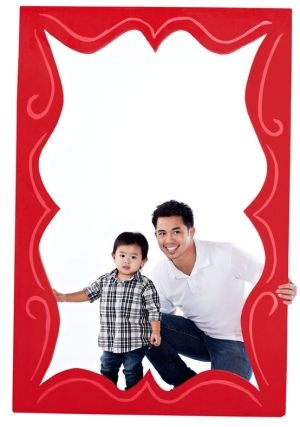 DIY Giant Photo Frame...perfect idea for the family reunion coming ...