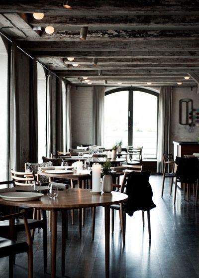"""Restaurant Noma er en internationalt kendt københavnsk restaurant, der åbnede den 23. november 2003 på Christianshavn i København. Noma er blevet til i partnerskab mellem tv-kokken Claus Meyer og kokken René Redzepi. Den tilbyder et udsøgt og originalt gourmetkøkken med nordiske råvarer og tilberedningsmetoder. Noma fokuserer på det nordiske køkken, og navnet er en sammentrækning af de to nordiske ord """"nordisk"""" og """"mad""""."""