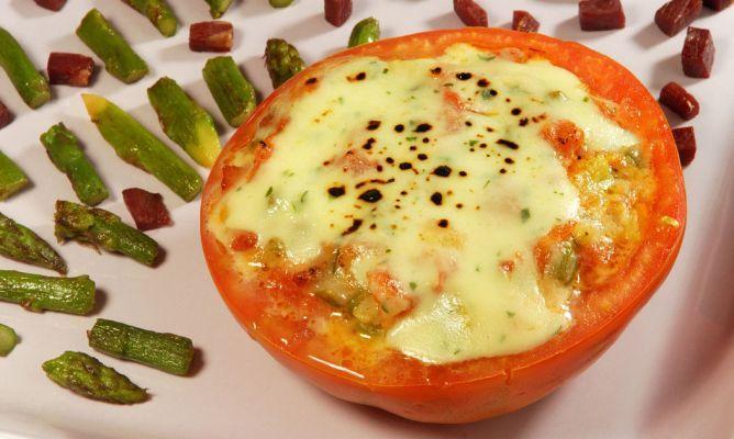 Receta De Tomates Rellenos De Verdura Y Queso Tierno Karlos Arguiñano Tomates Rellenos Recetas Con Tomate Recetas De Tomate
