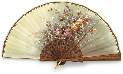 Classic Hand Fan - Since its invention centuries ago, the folding fan became the indispensable accessory, work of art, sign of distinction. A hand fan that is unexpected, touching, unforgettable...