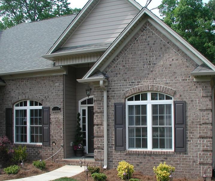 Quoin Corners Using Millstone Brick With Gray Mortar Brick