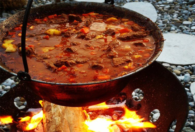 Kesselgulasch - das beste Rezept | Suppen | Dutch oven ...