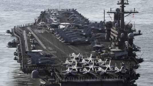 """Corea Del Nord - USA: giochi pericolosi Sale la tensione tra Corea Del Nord e Stati Uniti d'America. Dopo la """"dimostrazione di potenza"""" da parte di Donald Trump con lo sgancio del super missile, la Corea Del Nord, nella """"giornata del #usa #corea #guerra #nucleare"""