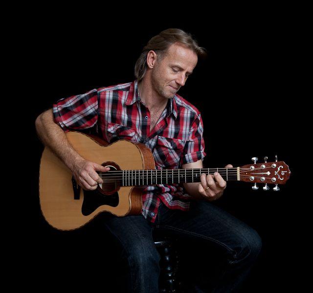 custom lichty guitar reviewed by geoff achison custom acoustic guitars guitar reviews. Black Bedroom Furniture Sets. Home Design Ideas