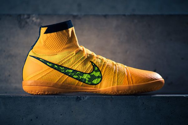 purchase cheap 8c7ec 97de5 A Closer Look at the Nike Elastico Superfly IC