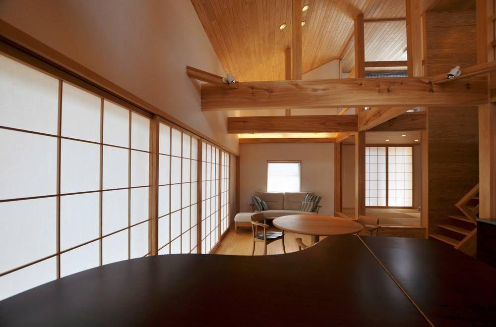 琴聲飛揚的木之家 這個住家位於岐阜県 是個鄰近河川的木造建築
