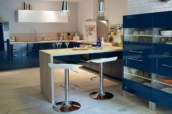 cuisine am ricaine des id es pour un am nagement ouvert meubles bleu marin repas t et. Black Bedroom Furniture Sets. Home Design Ideas