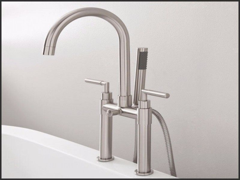 New Single Handle Deck Mount Roman Tub Faucet With Handheld Sprayer