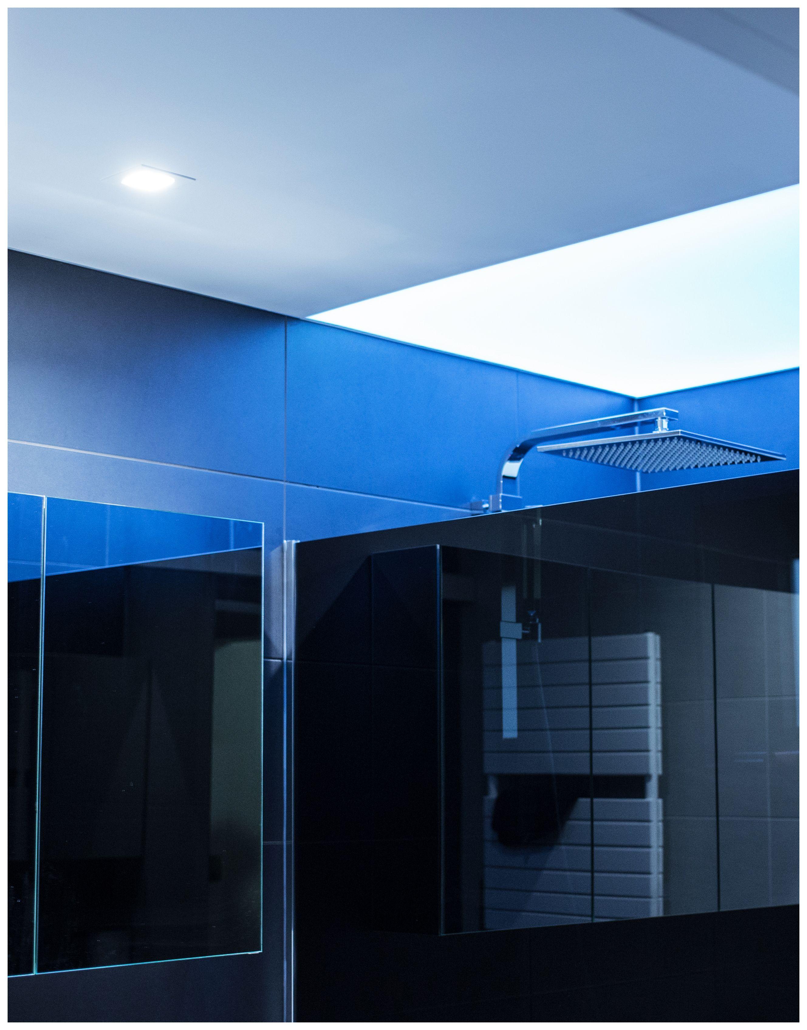 lichtplafond spanplafond in badkamer boven de douche spanplafond