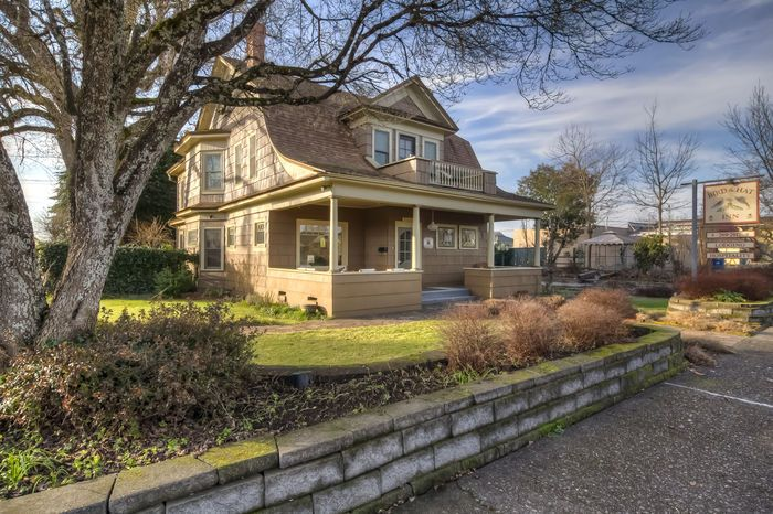 Beautiful Architecture!Bird and Hat Inn. Five Star Bed & Breakfast in the Heart of Stayton. Enjoy custom woodwork in this meticulously restored & cared for Inn w/ 4 Bedrooms & 4.5 Baths. Notice the sunken garden unearthed after years hidden! Innkeepers wing completed 2011- attached by breezeway.