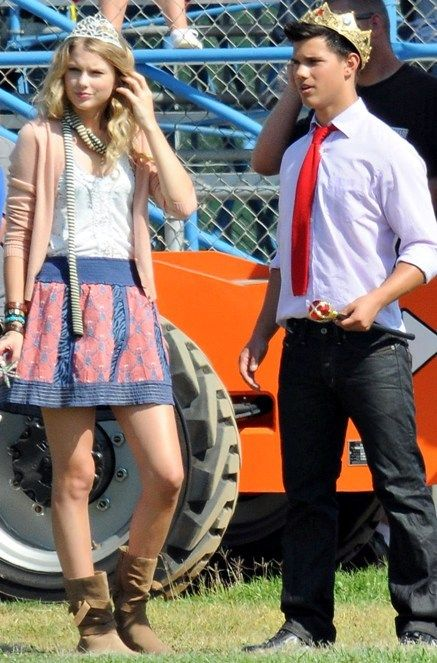 is taylor lautner married