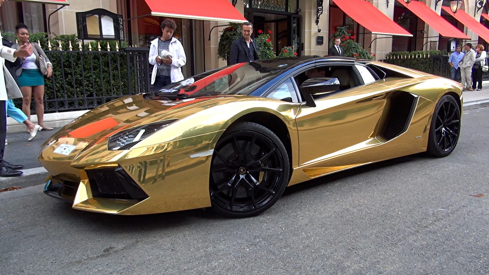 GOLD Aventador Roadster LOUD driving