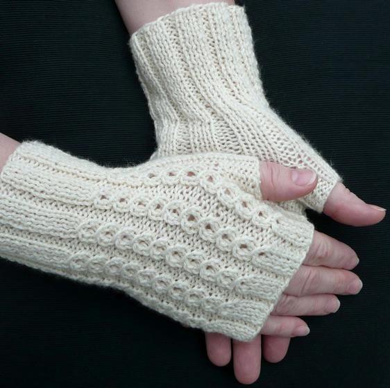 knit fingerless mitts ...in my queue on Ravelry | Fingerless gloves ...
