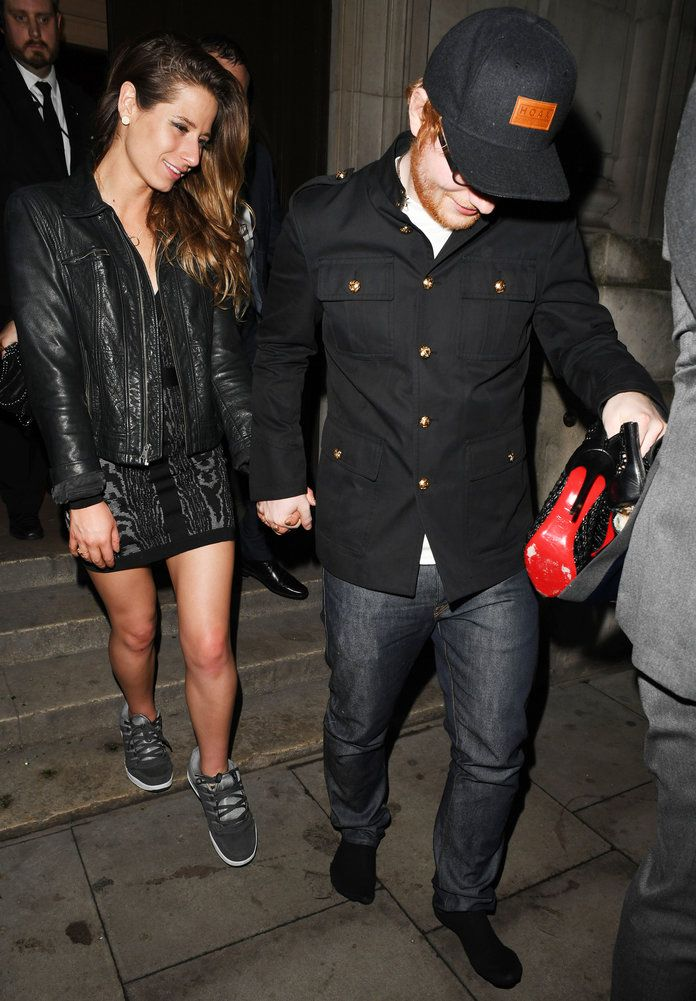 Ed Sheeran Gives His Girlfriend His Sneakers When Her Heel Breaks Proves Chivalry Still Exists Ed Sheeran And Girlfriend Ed Sheeran Ed Sheeran Cherry