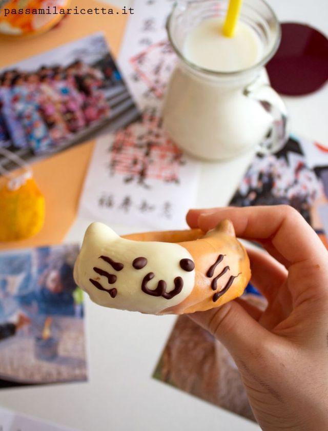 Che le ciambelle siano di per sè irresistibili è un dato di fatto, ma vogliamo parlare di quelle a forma di gattino? Doppiamente irresistibili! Non appena le ho viste su Pinterest me ne sono innamorat