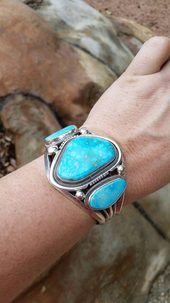 Belle, grande trois pierre sleeping beauty turquoise et argent sterling Roie Jaque manchette. Native