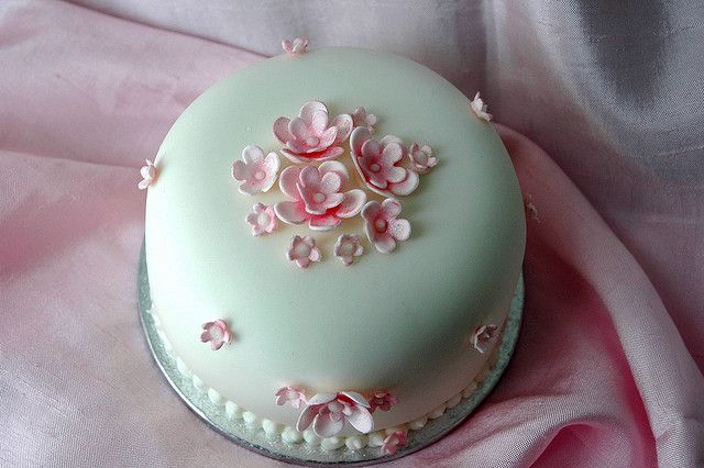 Pink blossom cake by creativecupcakes