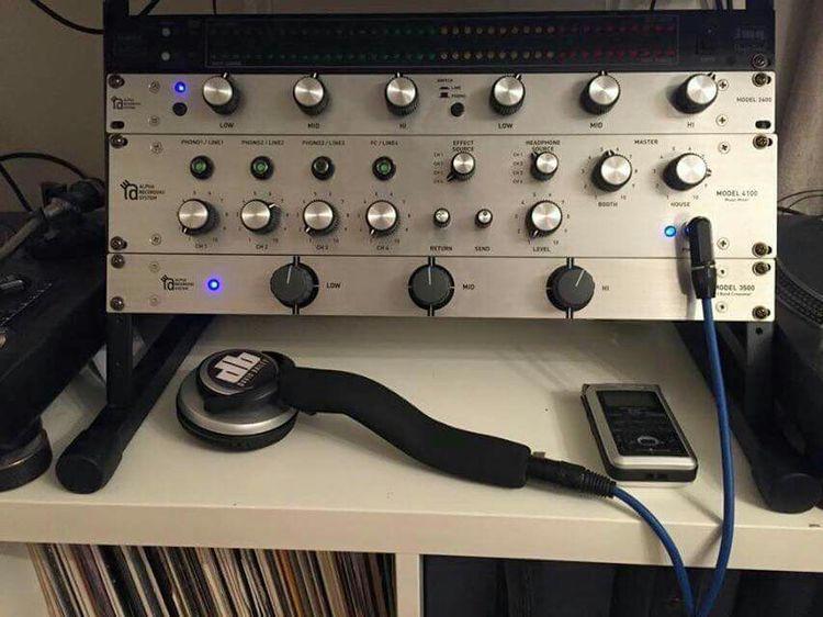 pin by jesse benitez on mixers in 2019 dj sound dj booth dj setup. Black Bedroom Furniture Sets. Home Design Ideas