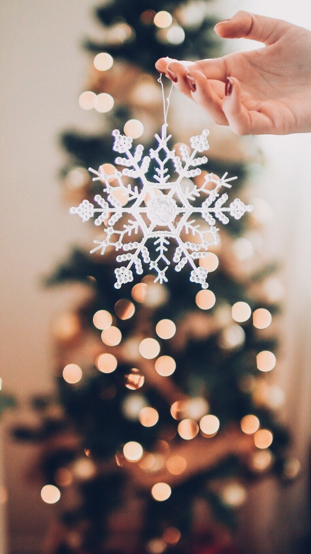 Pin By Ivana Mackovic On Zima Novyj God Wallpaper Iphone Christmas Winter Wonderland Christmas Christmas Aesthetic