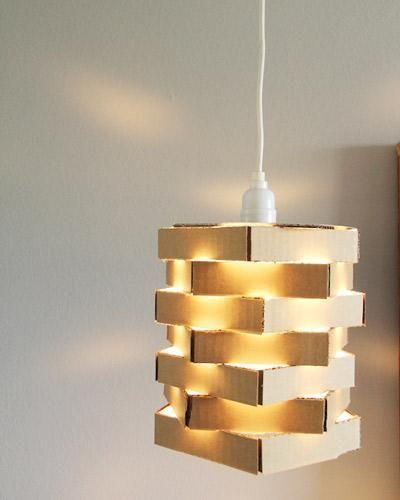 Cardboard (yes, cardboard!) pendant lamp. #diy --------------------------------------------- Imagen de referencia para proyecto de la asignatura Diseño para el Espacio en la Escuela Superior de Arte de Asturias.