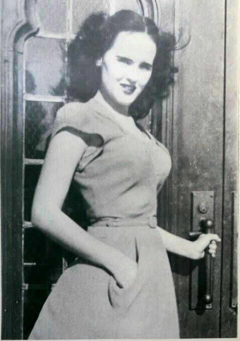 "Elizabeth Short nicknamed the ""Black Danlia"" She was ..."