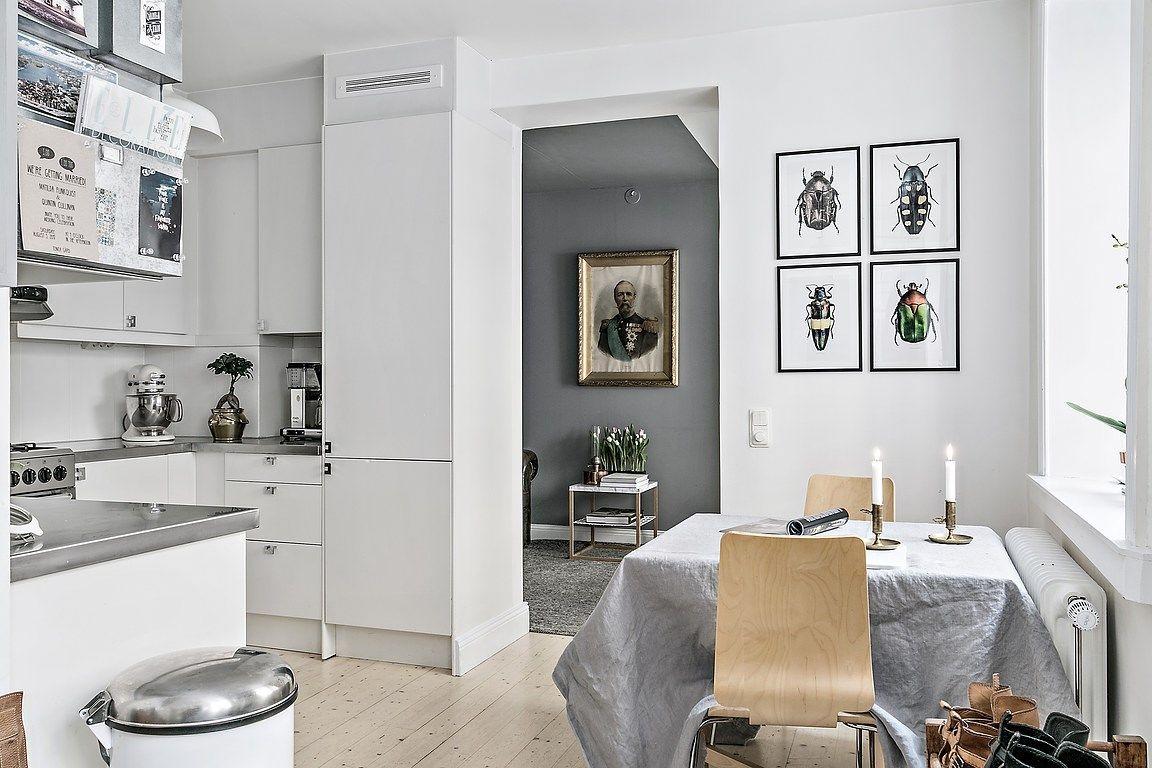 De zithoek in deze kleine woonkamer is super leuk en knus
