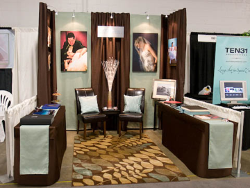 Super Cool Trade Show Booth Designed On A Budget D I S P L A Y T A B L E Trade Show Booth Design Bridal Show Booths Wedding Expo Booth