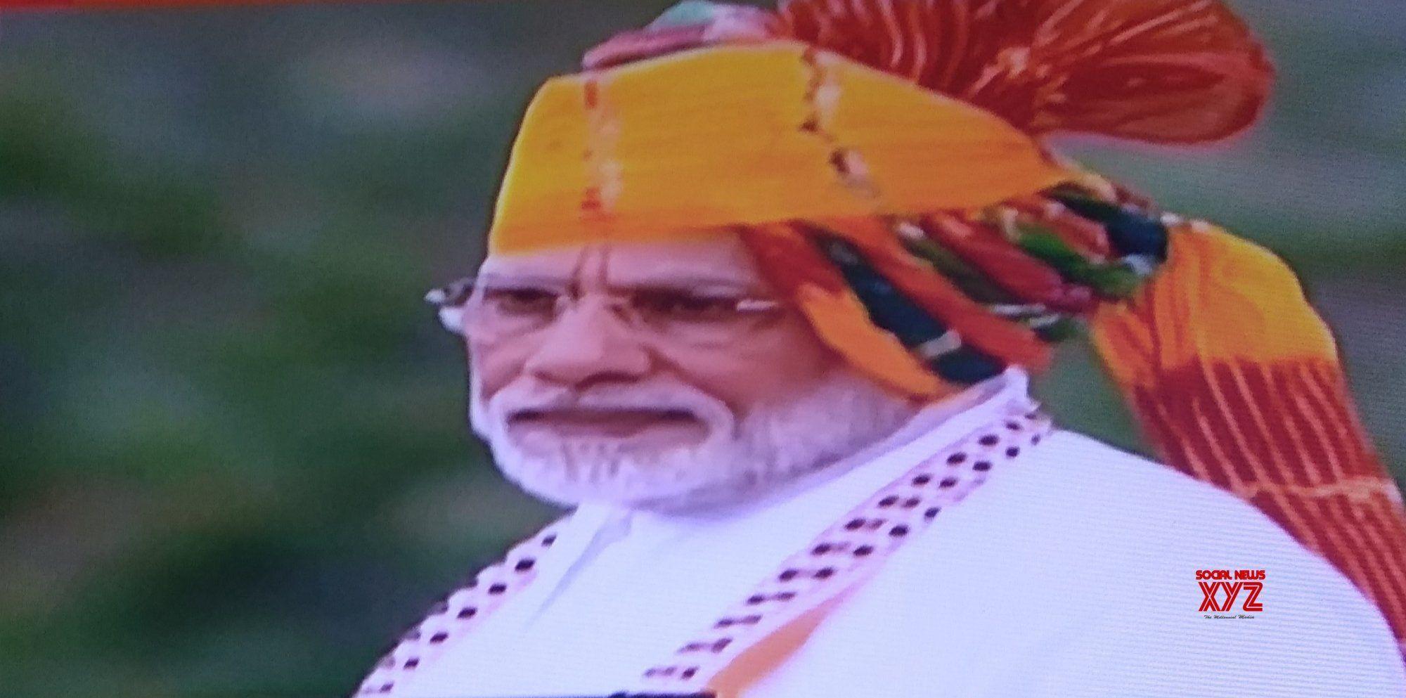 Modi condoles flood victims in IDay speech Victims