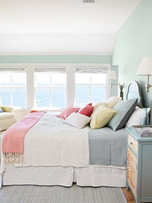 Beach Bedroom Designs Like The Soft Blue Colour On The Wall And The Pinky Red Rug On The