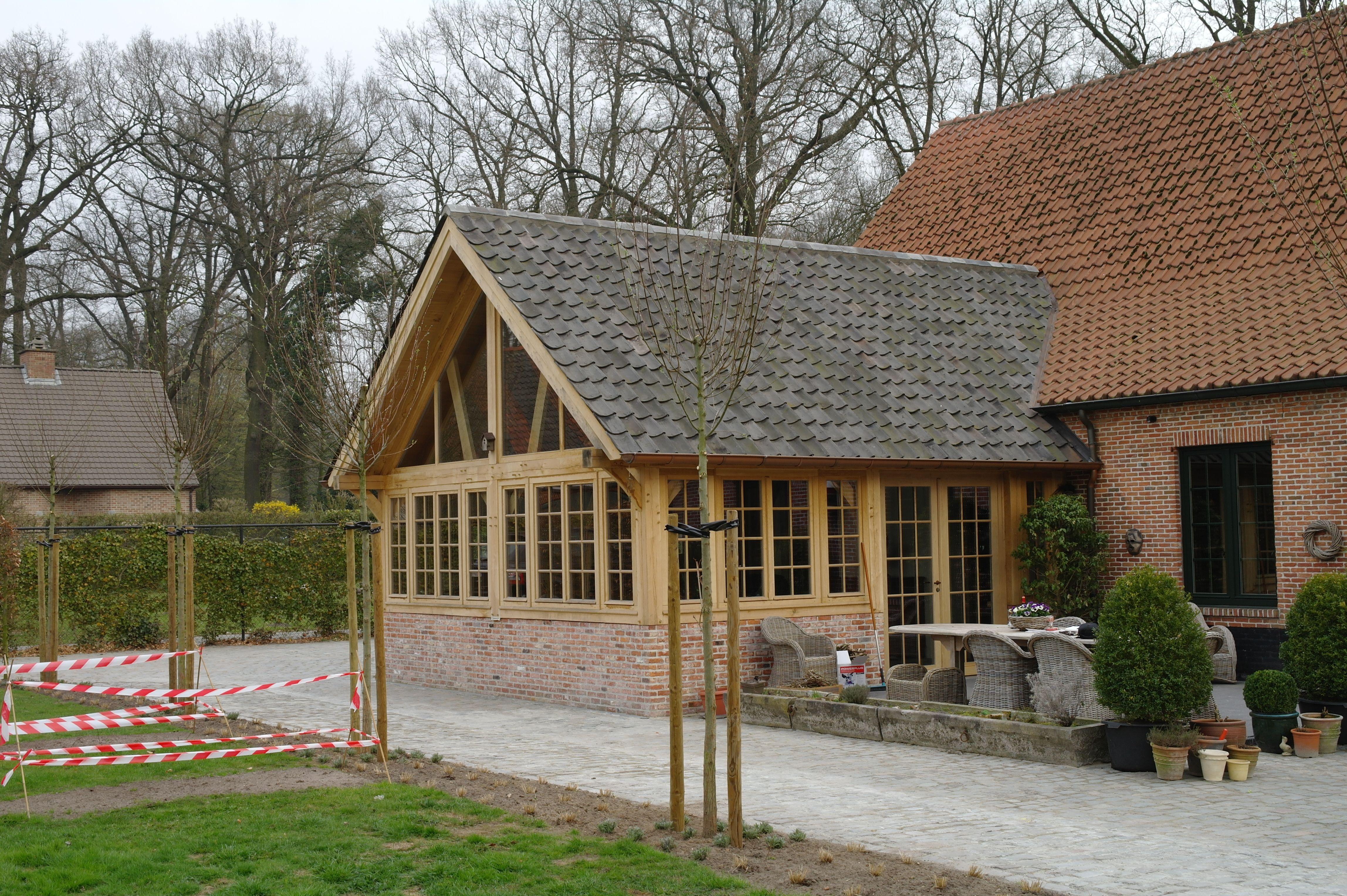 Eiken aanbouw als uitbreiding van de woonkamer het dak is voorzien van blauw gesmoorde oude - Uitbreiding veranda ...