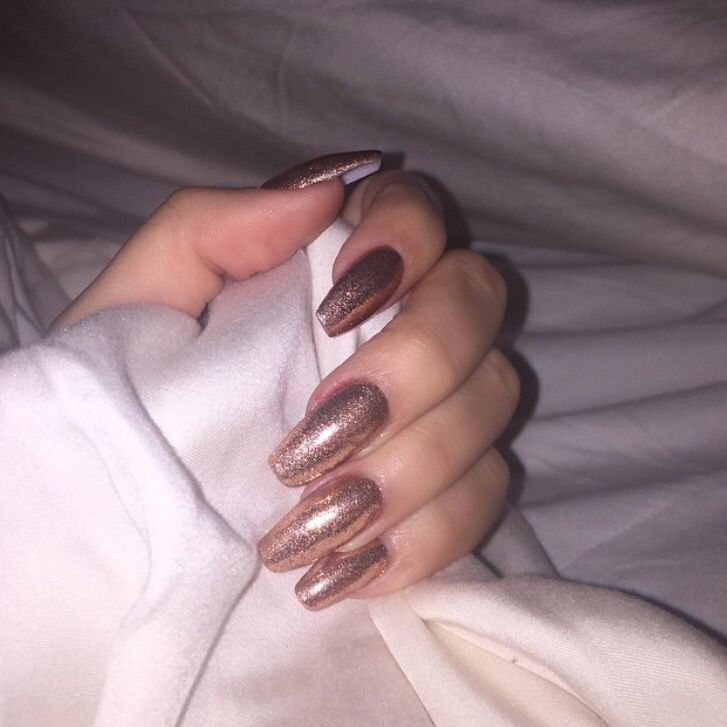 Khloe Kardashian nails in sparkly rose gold coffin | Nails In The ...