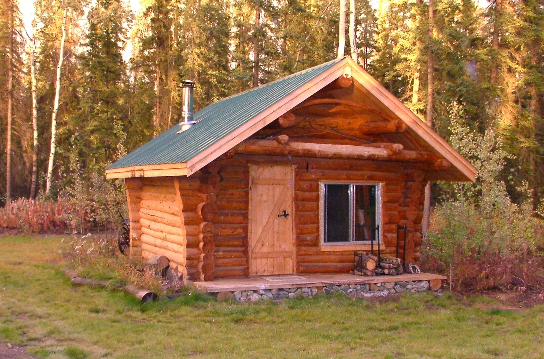 My cozy 12 x 16 foot log cabin   Micro-Mansions Blog   little ...