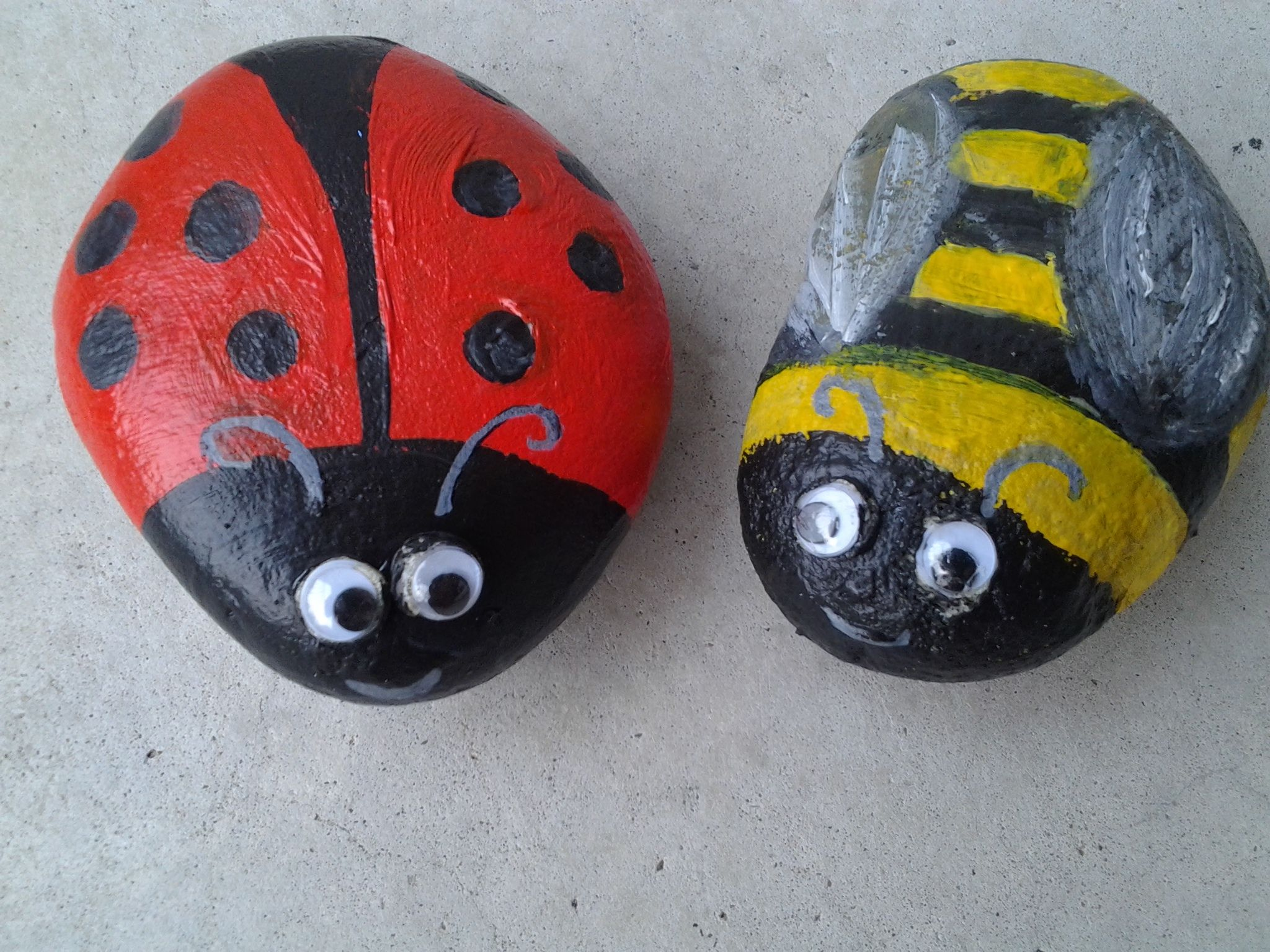 Pet rocks - ladybug and bumble bee | kids stuff | Pinterest | Bumble ...