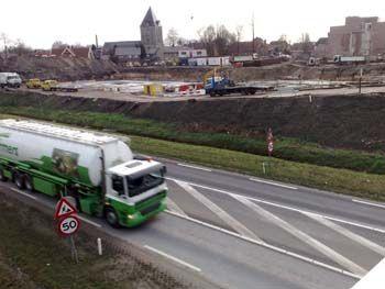 De bouw van de Stadshagen begint. Het is 2008. De Oude kerk is vanaf de brug in de Bornsestraat nog te zien.