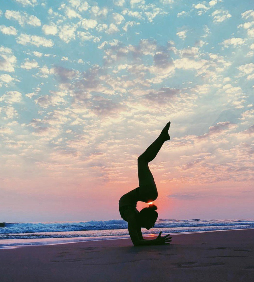 """""""Sky above. Earth below. Peace within."""" - Unknown  ❤️ #Inspired by @aubrymarie & #aloyoga"""