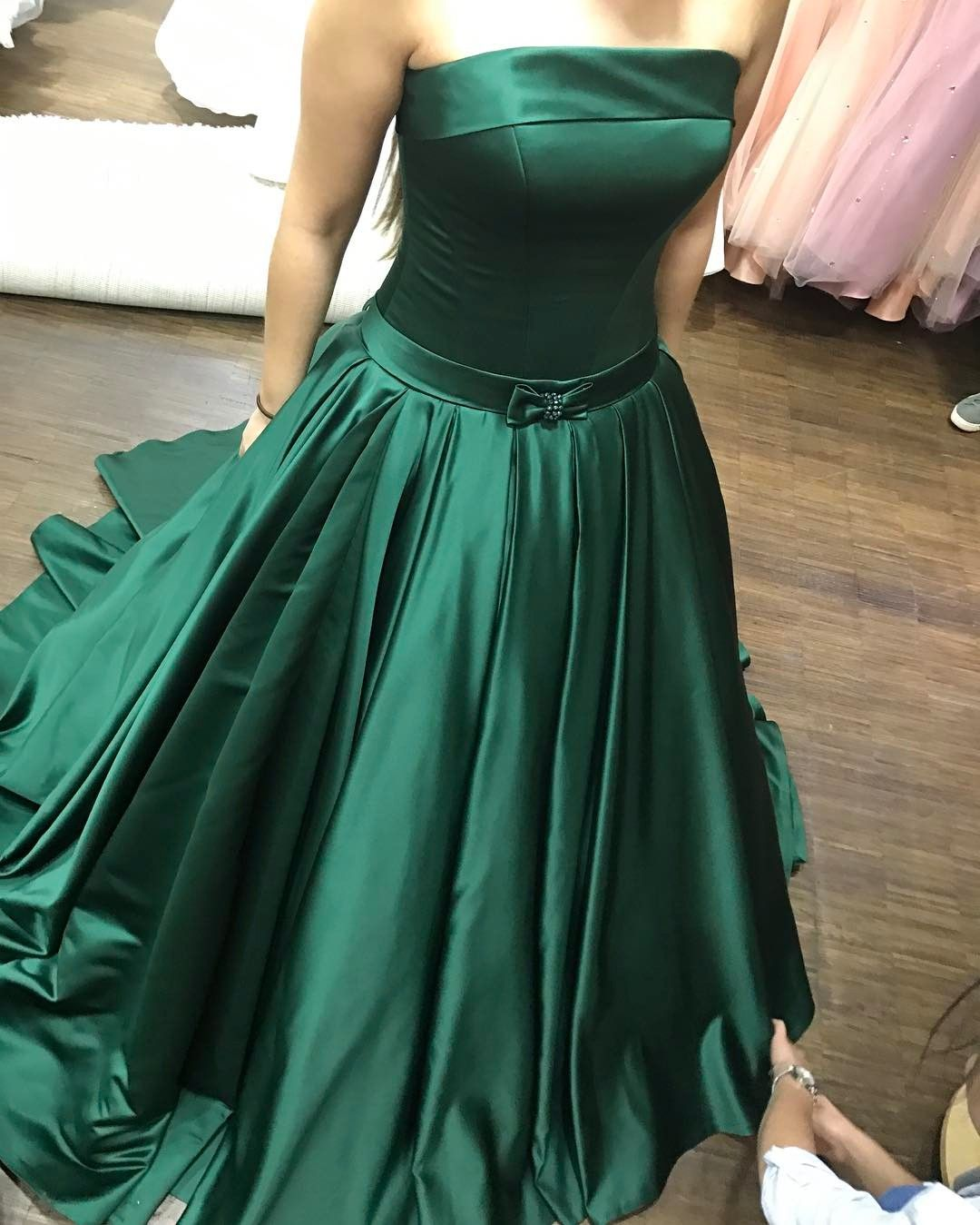 Strapless Prom Dresses Pleated Green Satin Party Ball Gowns With Front Bow In 2021 Green Prom Dress Long Green Prom Dress Long Prom Dresses Strapless [ 1349 x 1080 Pixel ]