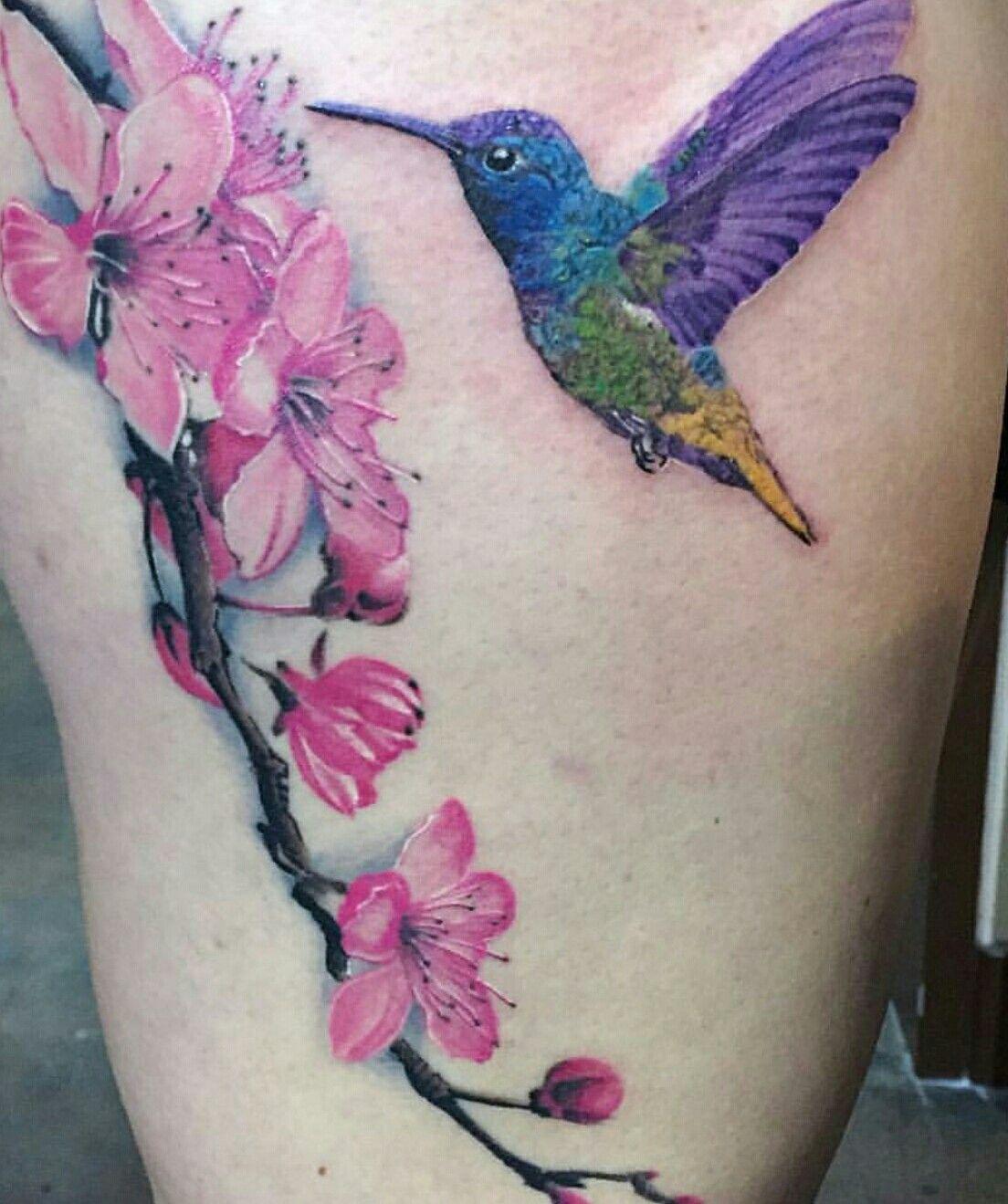 De colibri en la espalda significado tatuaje colibri tatuaje tattoo - Hummingbird Tattoo Me Entiendesflores De Cerezotatuaje De Colibr Altoplantillasbrazosamigostintatatuajes Mam