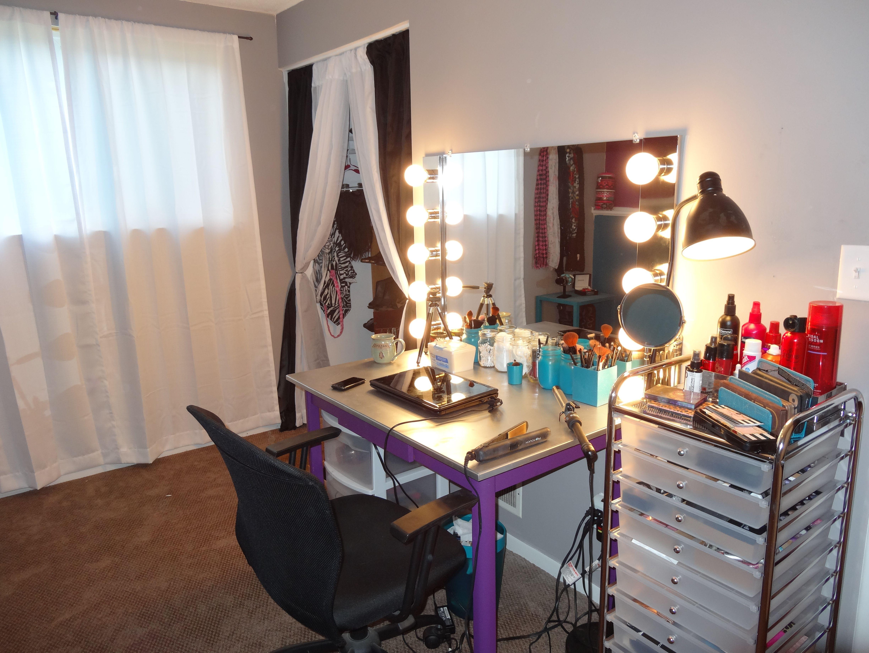 DIY Homemade Vanity Mirror Studio Space Ideas