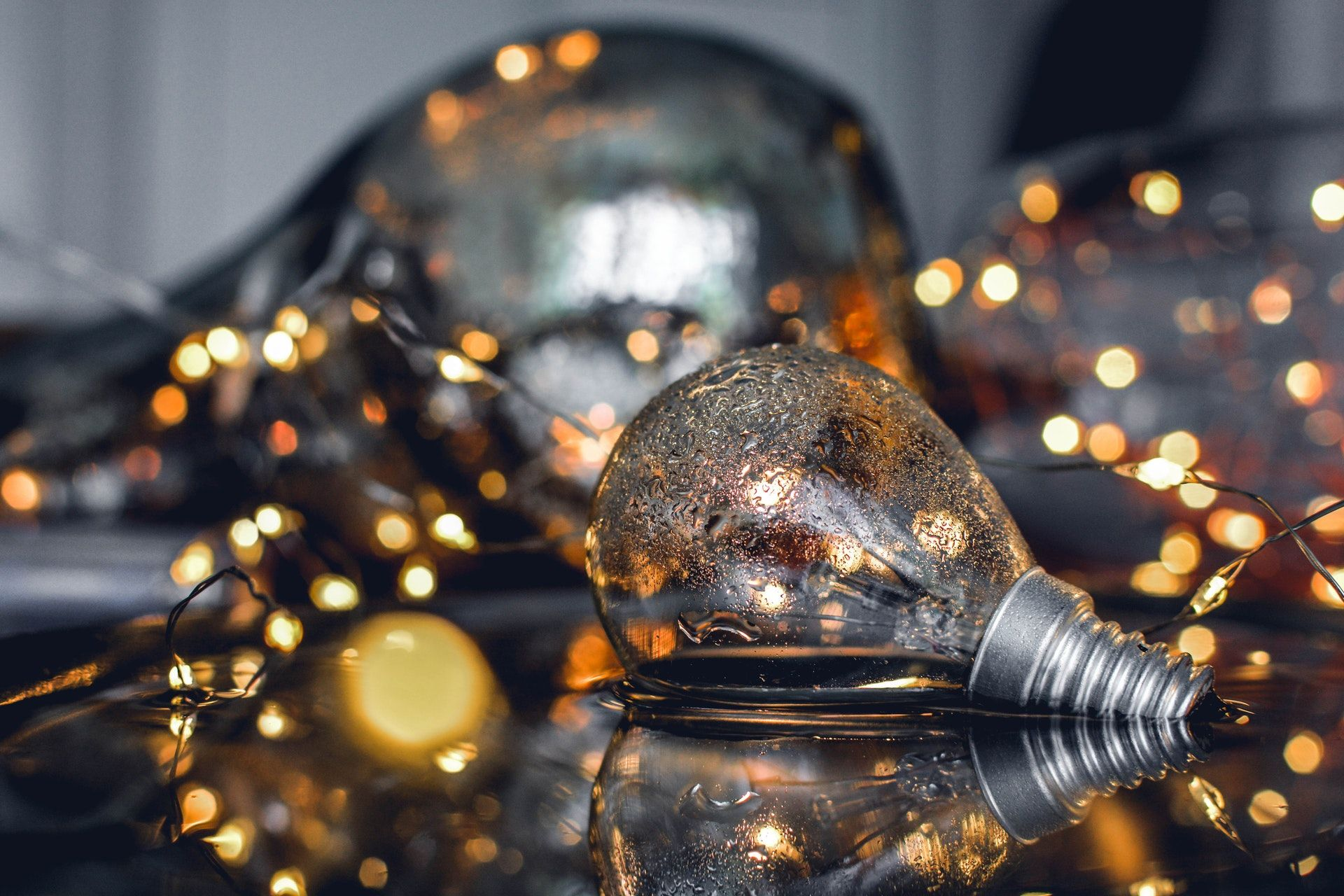Close Up Photography Of Bulb On Water Hd Wallpapers For Laptop Laptop Wallpaper Wallpaper Free Download