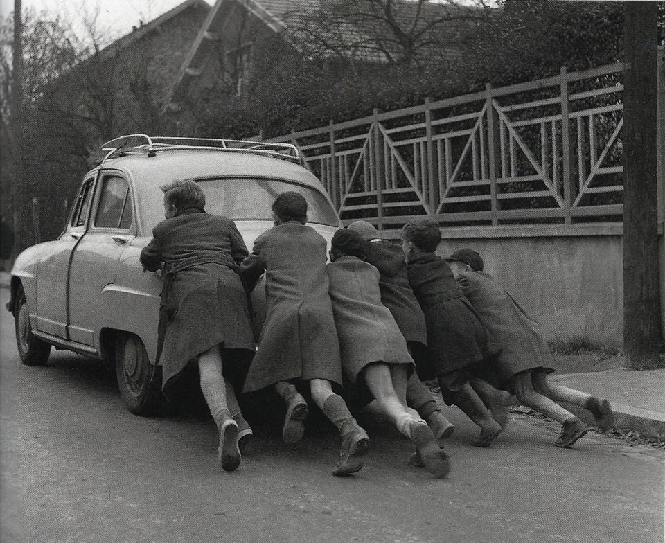 "anne-christelle: "" La panne d'essence (Run out of gas) 1955 robert doisneau """