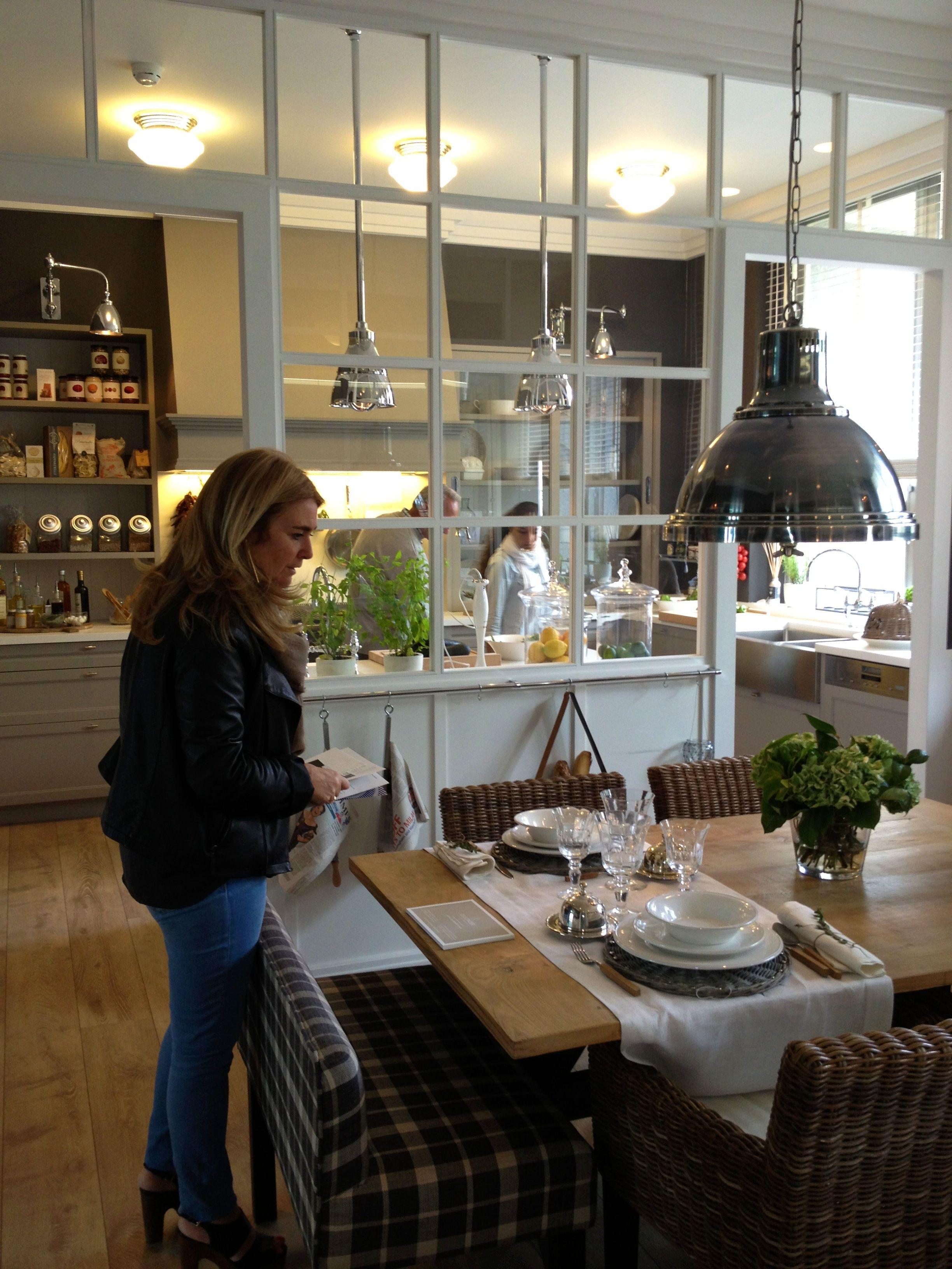 Una cocina office totalmente inspirada en los hamptons de llu sa deulonder y chone de la - Cocina office ...