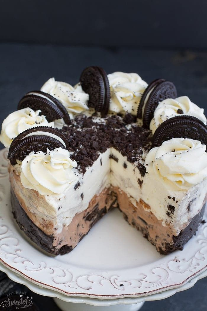 Cookies and Cream Oreo Ice Cream Cake #cookiesandcreamfrosting
