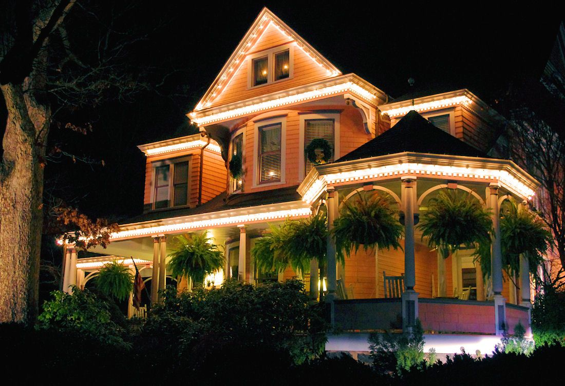 Historic bed and breakfast in Asheville NC decorated for