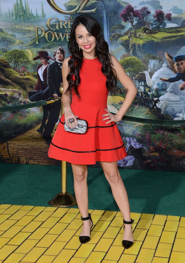 How A Maze Does Janel Parrish Look On The Oz The Great And Powerful Premiere Red Carpet Red Dress Pretty Little Liars Janel Parrish