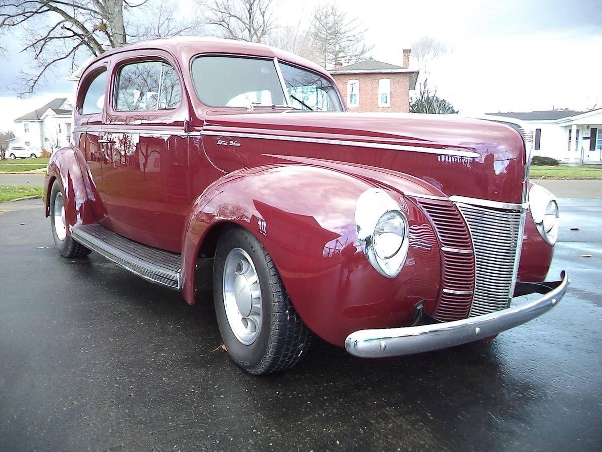 1940 ford deluxe 2 dr sedan