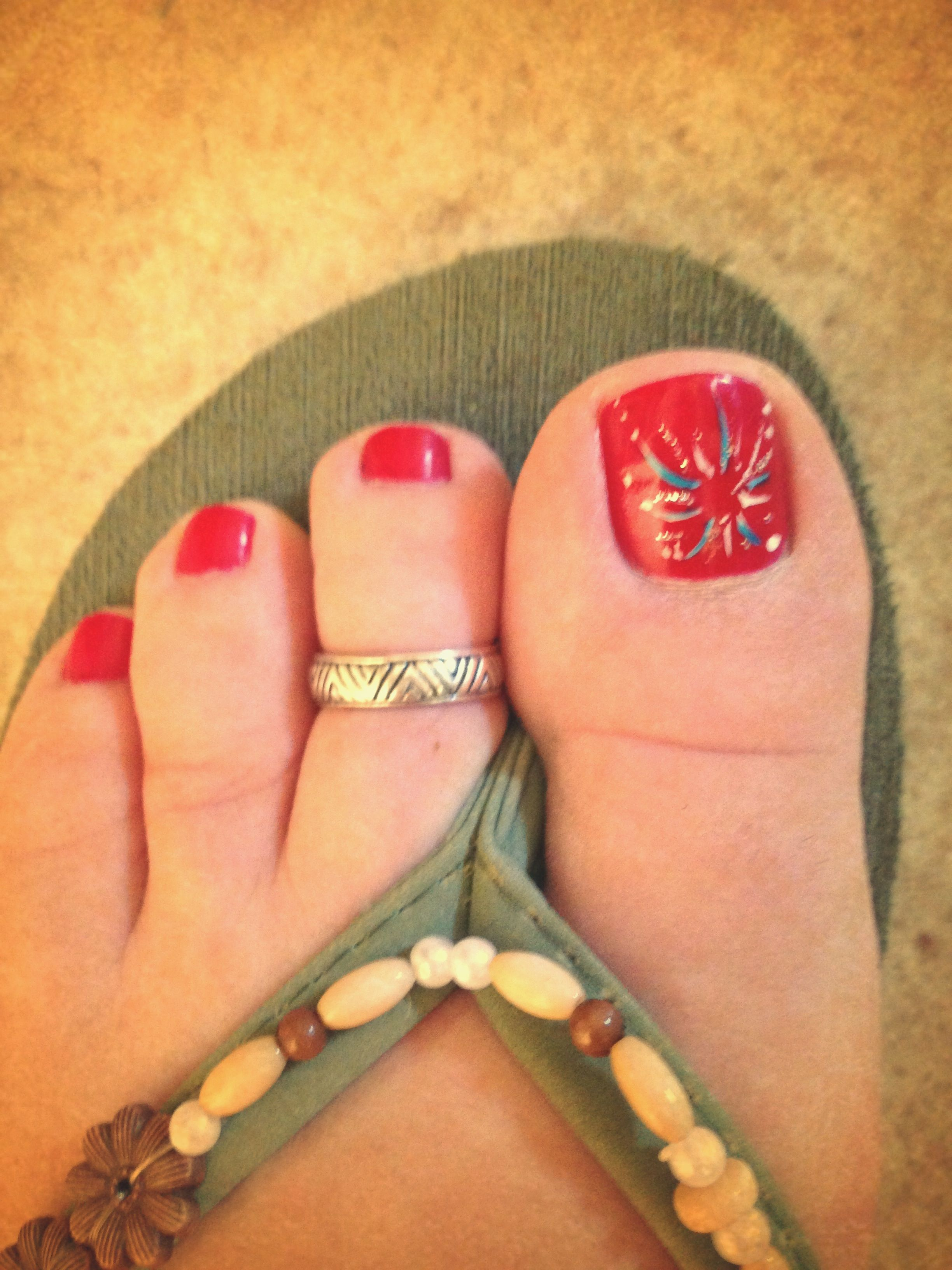 4th of July pedi. Super cute and looks like fireworks. | all things ...