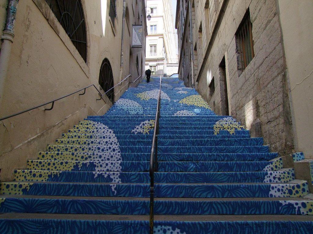 Lyon Escalier De La Croix Rousse En 2020 Croix Rousse Escalier